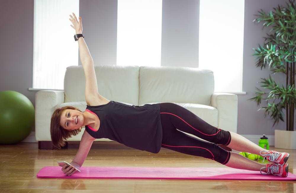 Круговая 20-минутная тренировка: суровое домашнее кардио с прокачкой мышц