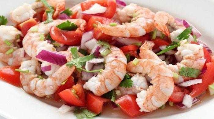 Салат с креветками и кальмарами, самые вкусные и простые рецептыприготовления