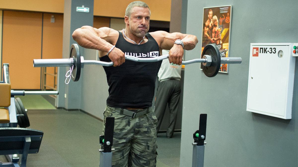 Особенности базовых и изолирующих упражнений для плеч
