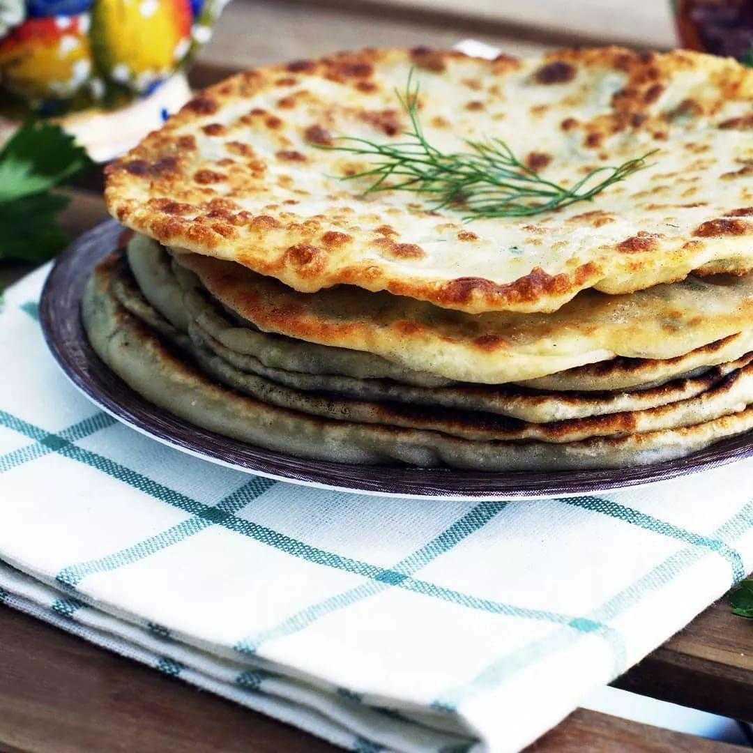 Мы предлагаем вам рецепт настоящей армянской лепешки – она сытная, но не слишком калорийная, а за счет особых компонентов позволит получить максимум белка