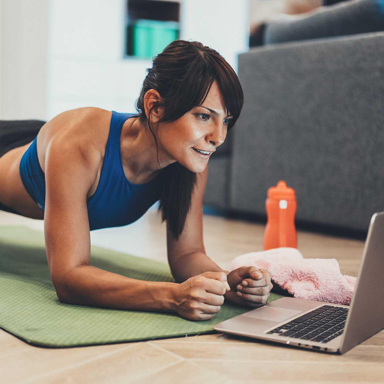 Пять лучших тренеров с youtube для домашних упражнений