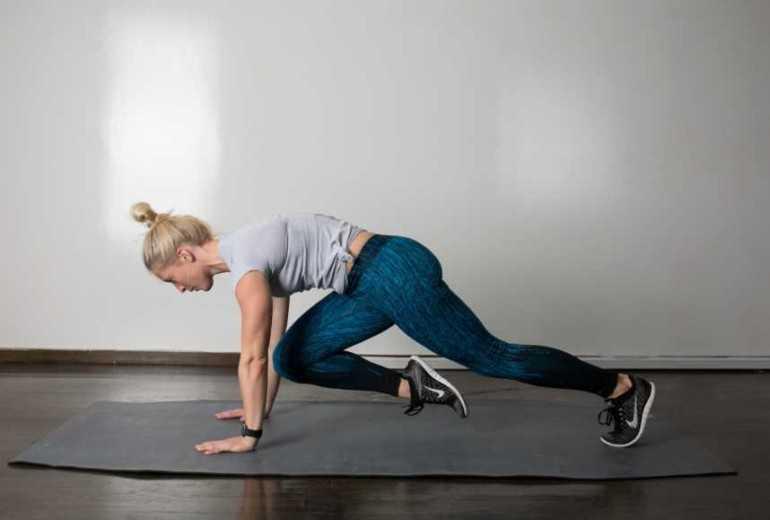 Техника выполнения упражнения скалолаз или шаги альпиниста для пресса Как правильно делается элемент, какие еще группы мышц работают Рекомендации