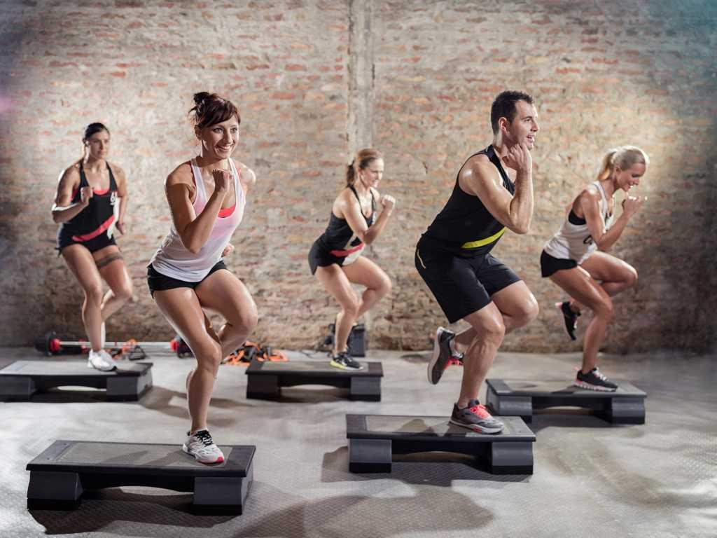 Степ аэробика для похудения: упражнения, отзывы, видео-уроки.