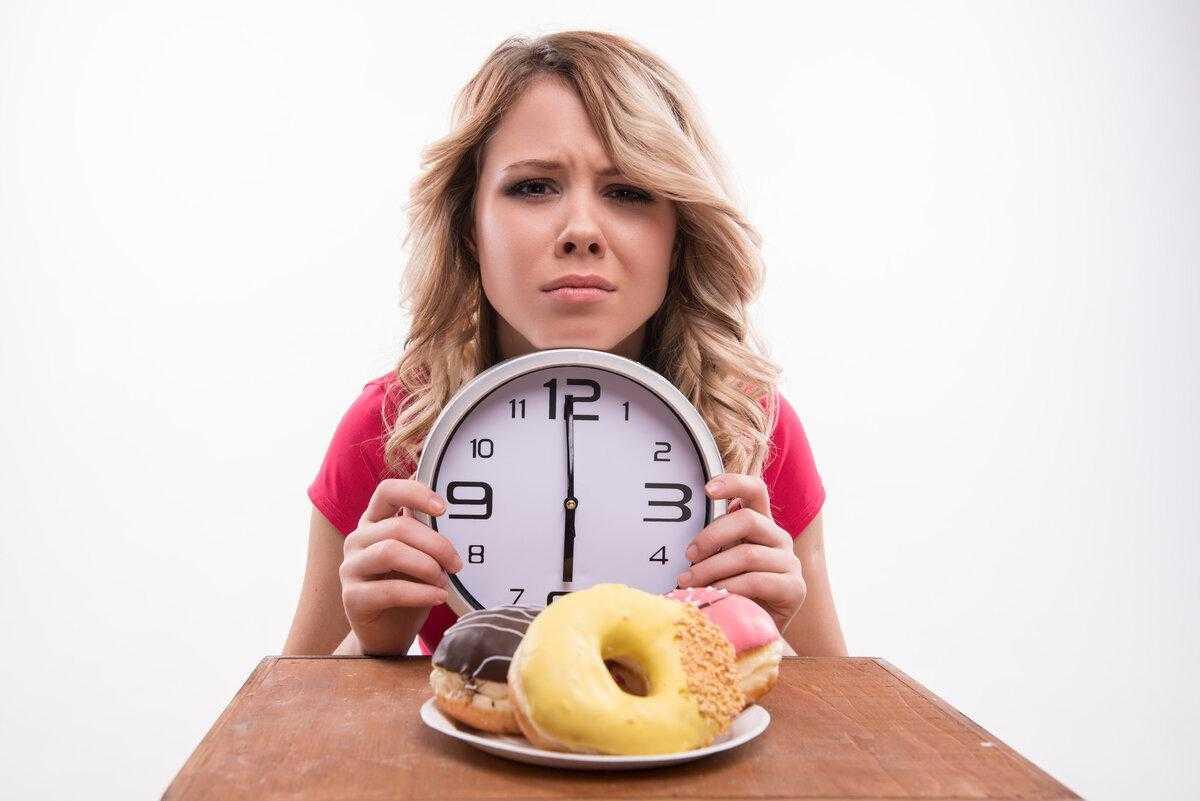 Факт о том, что после шести есть нельзя является заблуждением Рассказываем о полезных советах диетологов по правильному питанию