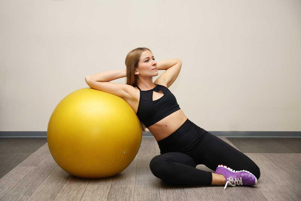 Упражнения с фитболом для похудения, комплексы для разных зон тела