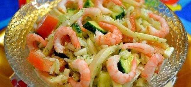 Салат с креветками и кальмарами: 9 праздничных рецептов