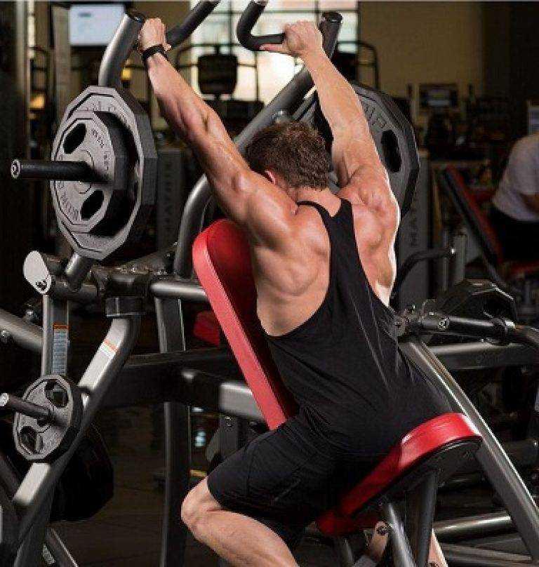 Предлагаем вам лучшие упражнения на плечи с гантелями для женщин с наглядными гифками, которые можно выполнять как в домашних условиях, так и в спортзале