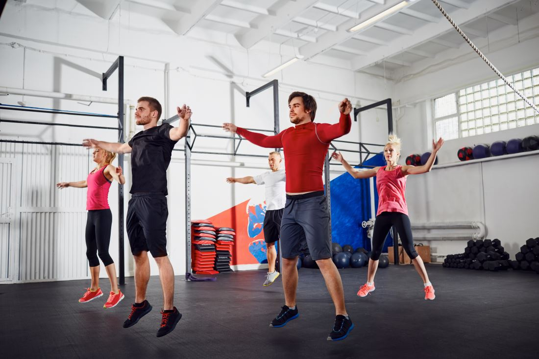 Jumping Jack (Прыжки с разведением рук и ног): техника выполнения, польза, эффективность Вариант для новичков и продвинутых + 10 вариантов выполнения