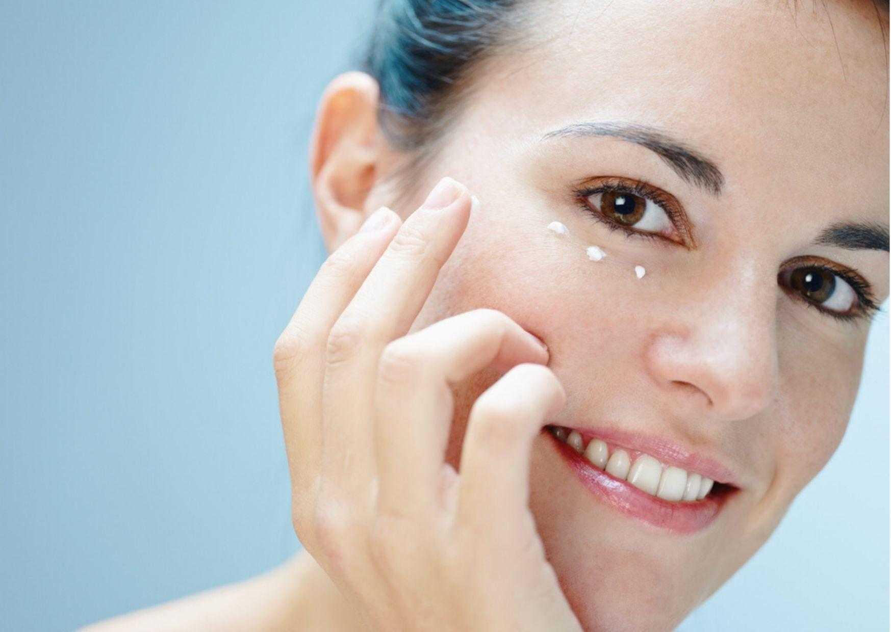 Увлажнение кожи вокруг глаз