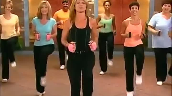 Если вы ищете доступную тренировку для похудения, то попробуйте программу с Лесли Сансон: она основана на быстрой ходьбе и несложных кардио-упражнениях