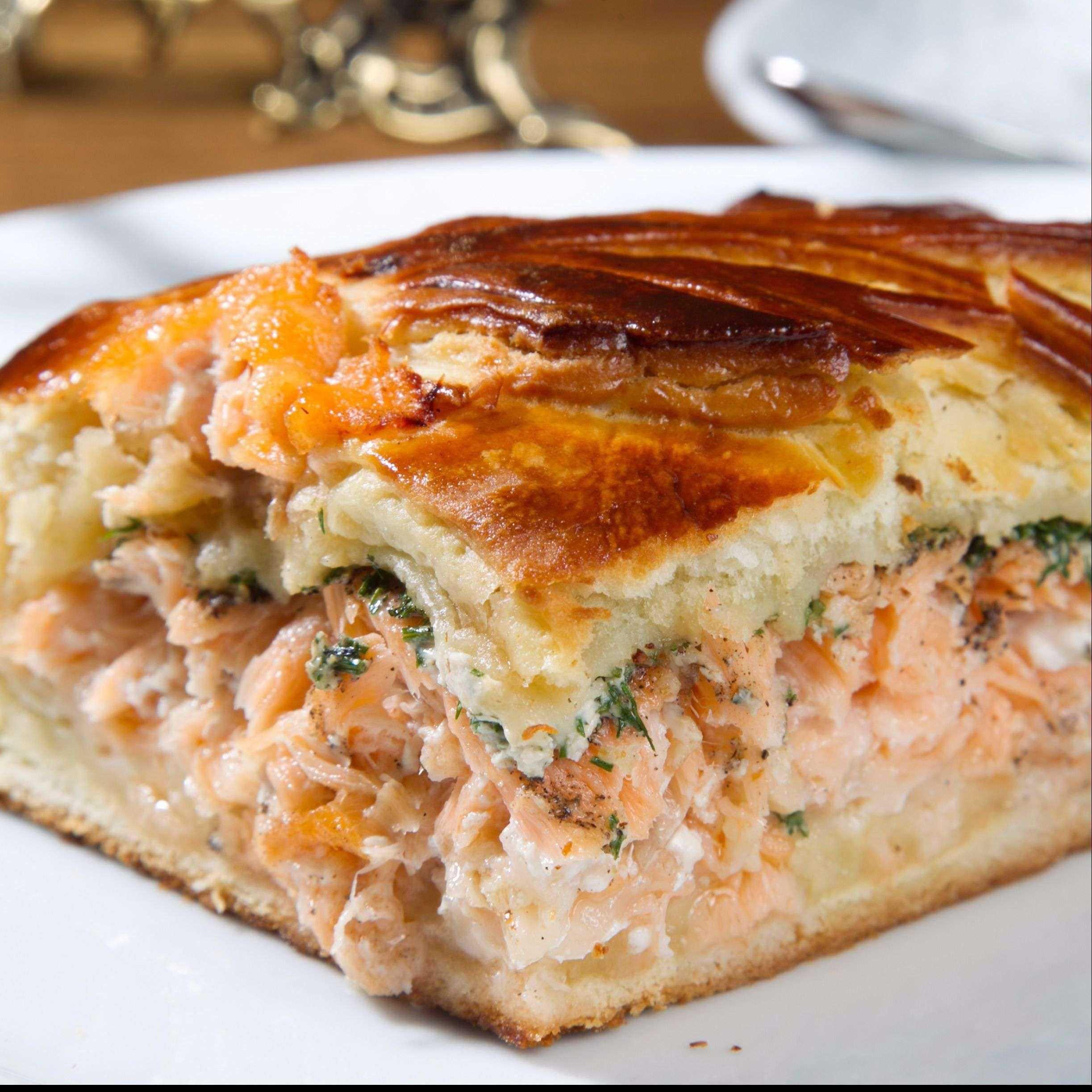 Пирог заливной с брюшками семги – кулинарный рецепт