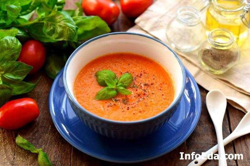 Томатный суп с чипсом из маракуйи