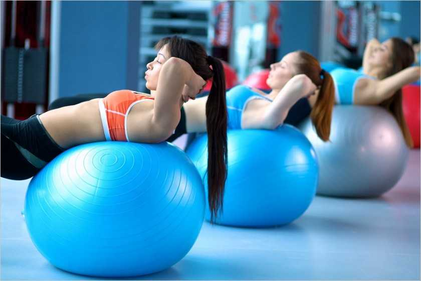 Как выбрать фитбол по размеру для беременных мам и грудничков