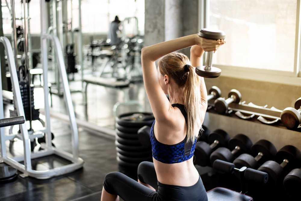 Самые эффективные упражнения для женской спины с применением гантелей | топ-5