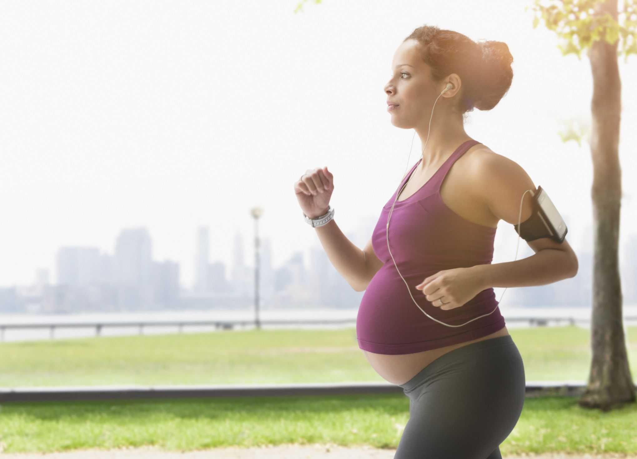 Ранний срок беременности и спорт: польза и вред физкультуры на начальных неделях и во время всего первого триместра, а также рекомендации по организации занятий