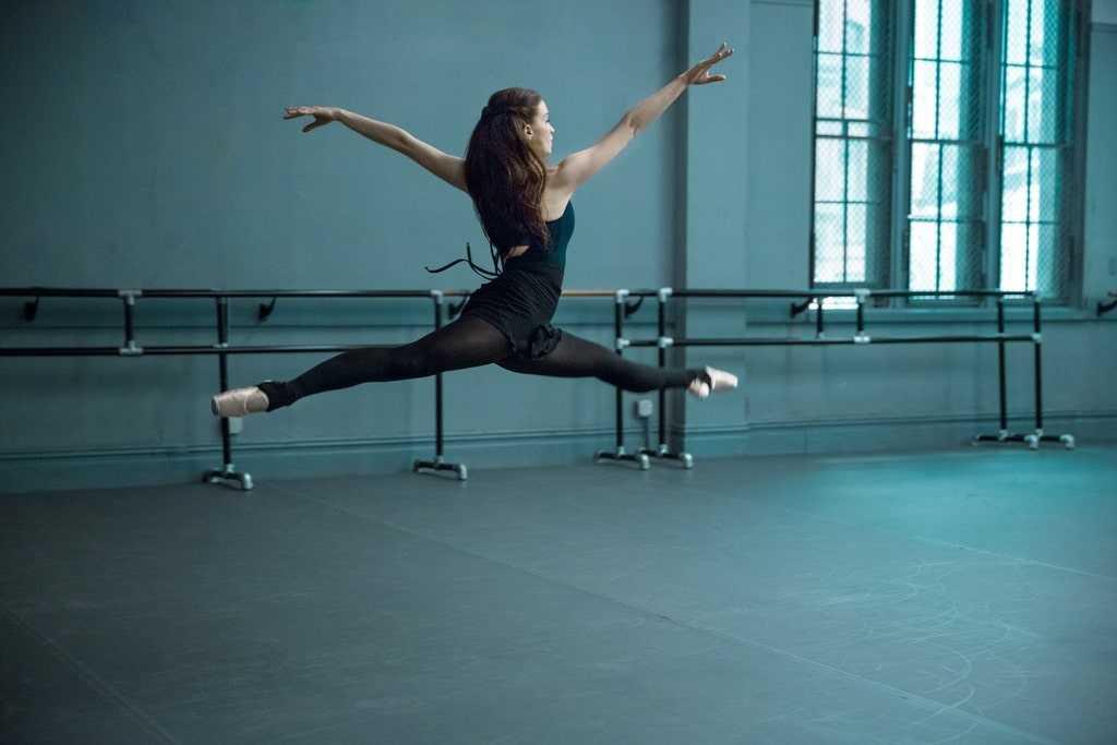 Фитнес для начинающих: как и с чего правильно начать заниматься спортом, упражнения для новичков, программа на месяц для девушек и женщин с нуля