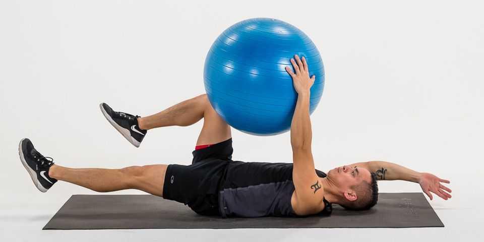 Простые и эффективные упражнения с фитболом для всего тела