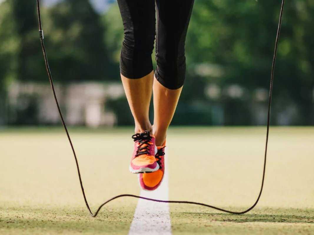 Тренировки со скакалкой. как прыгать на скакалке, чтобы похудеть? - наприседала