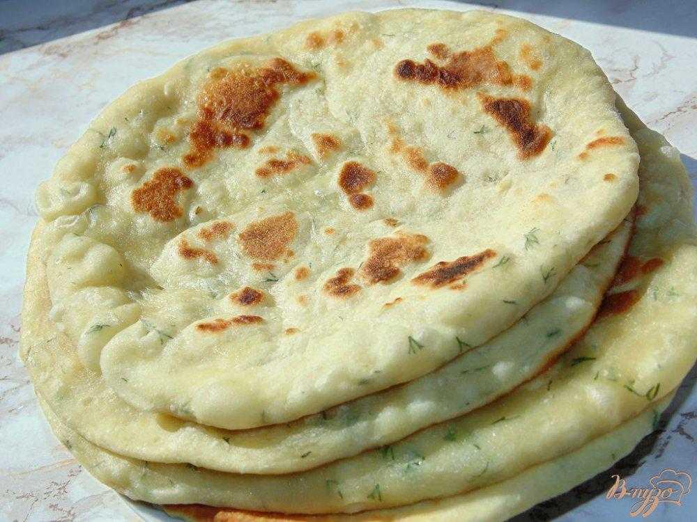 """Индийская лепешка """"наан"""" с чесноком и зеленью – кулинарный рецепт"""