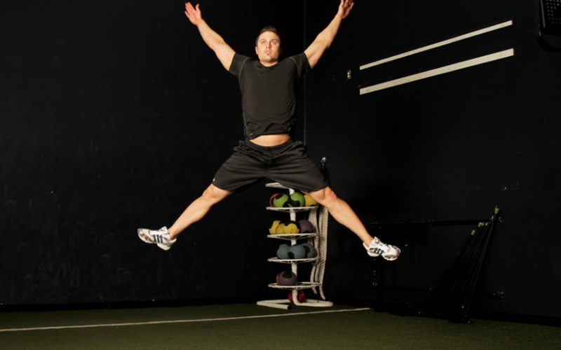 Jumping Jack: обзор упражнения + 10 вариантов (фото)