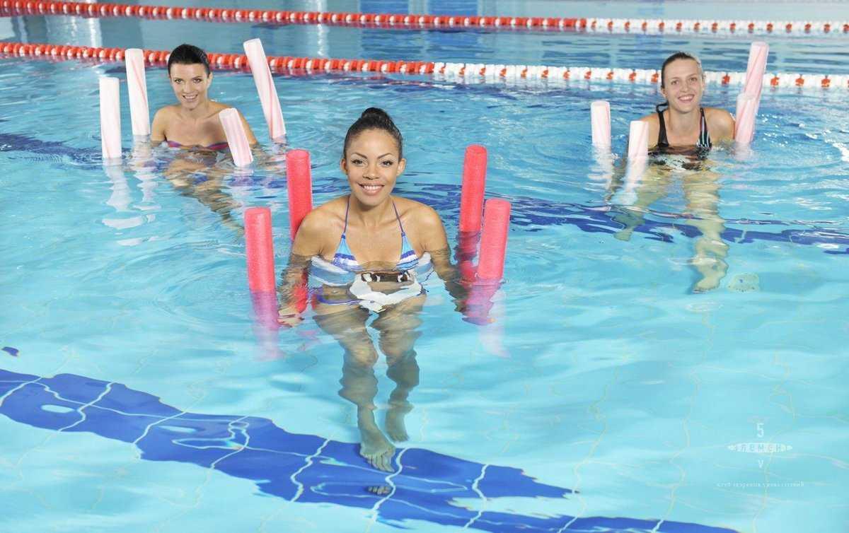 Занятие плаванием полезно и идеально подходит для похудения