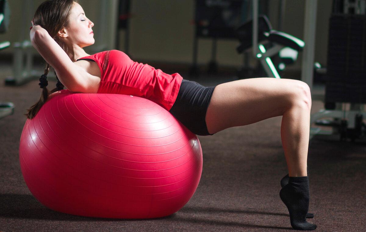 Самые эффективные упражнения на фитболе для похудения: комплекс и техника выполнения