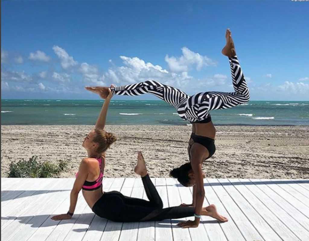 Утренняя йога - как выполнять в домашних условиях? 70 фото + рекомендации