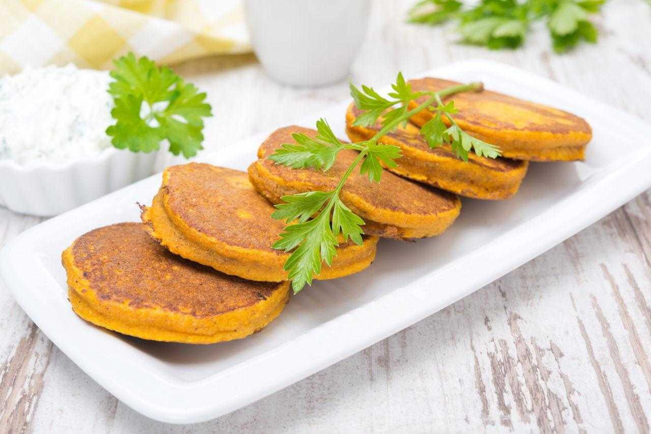 Самые вкусные рецепты оладьев из тыквы пошагово: топ-10 наиболее простых и быстрых блюд