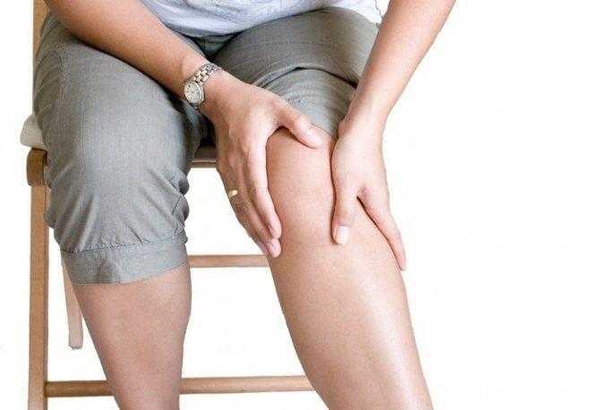 Болят колени при приседании и вставании у подростка: проявления, симптомы, список, таблетки