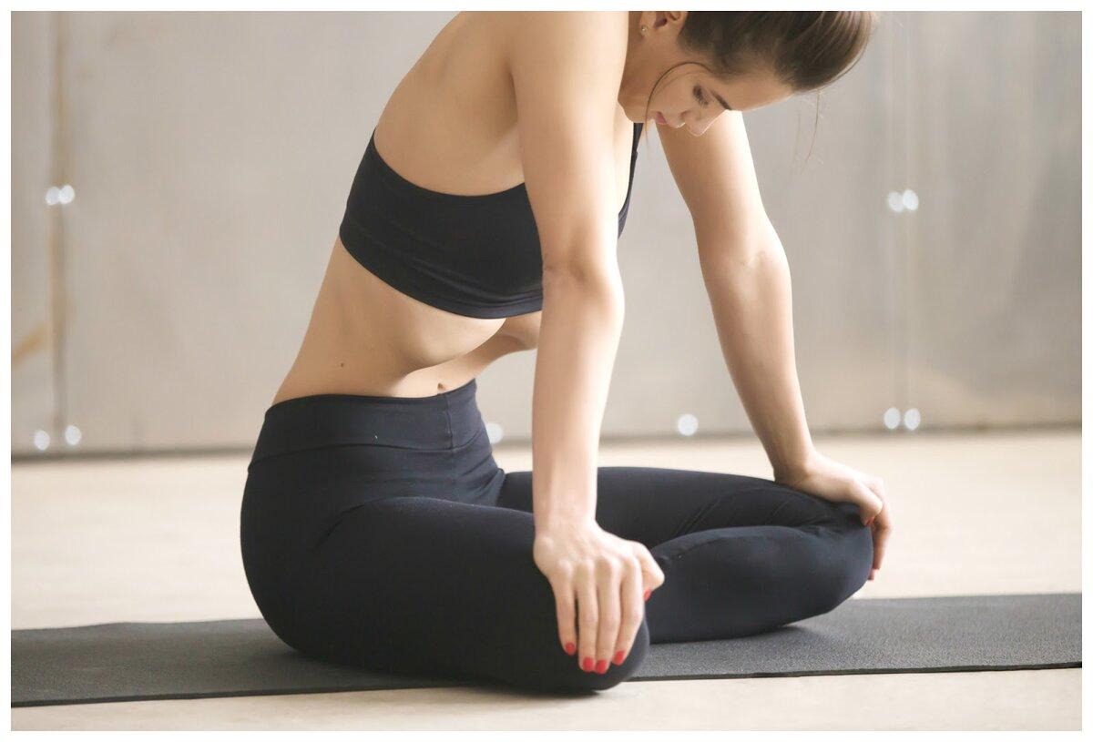 Упражнение вакуум укрепляет поперечную мышцу живота, которая сокращает брюшную полость, делая сам живот плоским, а талию узкой Правильная техника и советы